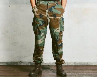 MILITARY Pants . Vintage 80s Men's Khaki Green Dark Camo Pants Work Workwear Heavy Duty Canvas Cotton Hunting Fishing Trousers . Large W36