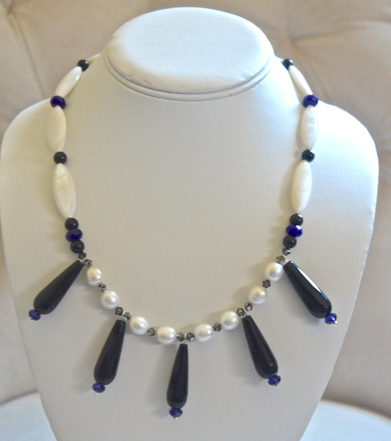"""18"""" Black and White Necklace"""