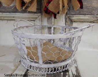 White Rooster Chicken Wire Basket / Metal / Bowl / French Country Decor / Rustic Farmhouse Kitchen Table Decor / Distressed / Ready To Ship