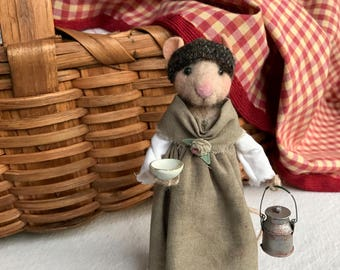 Needle Felted Mouse: Carlota and her milkmaid