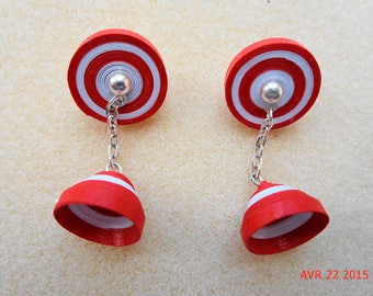 Dangle earrings in red and white quilling