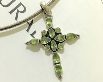 SN21 925 Sterling silver Peridot cross pendant necklace.