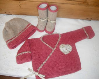 All bra hides heart, hat and boots (3 months) color framboisine and beige