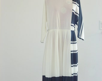 Vintage White and Black Pleated Dress