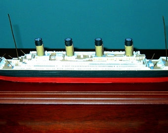 Harland & Wolff Maritime Heritage Collection TITANIC MODEL on Wooden Base White Star Line