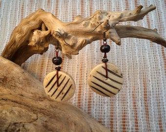 Buffalo round shaped bone with stripes earrings.