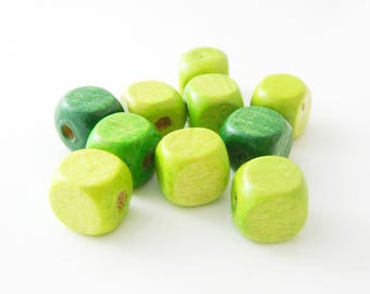 bead lot square Wood Green 12mm x 10 (l199)