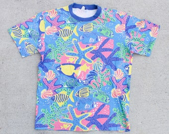 Vintage 90's Fun Great Barrier Reef Coral Australia Scuba Diving Fish Pattern All Over Print Tee T Shirt Size Medium Large