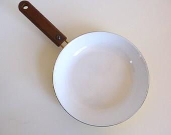Arabia Finland Seppo Mallat Enamel Frying Pan with Teak Handle Wärtsilä Finel