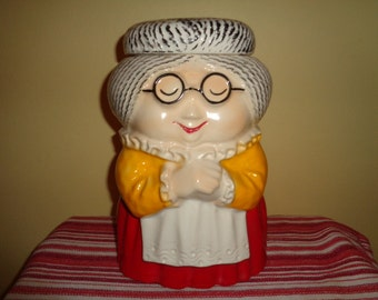 Charming vintage McCoy Pottery Granny Cookie Jar