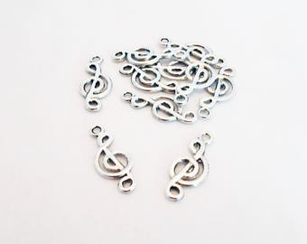 BCP120 - Set of 2 music treble clef silver aged possibility connector design charms