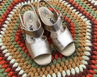 Vintage 1970's Metallic Gold Airstep Slingback Peep Toe Sandals   US Women's 6