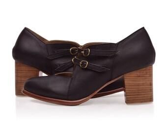 SALE. Sz. 8.5.  SKYLIGHT. Black leather booties / vintage style shoes / oxford booties / vintage style.