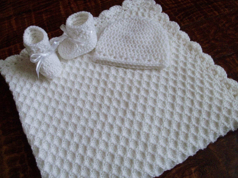 tricot crochet blanc personnalis couverture de b b bonnet. Black Bedroom Furniture Sets. Home Design Ideas