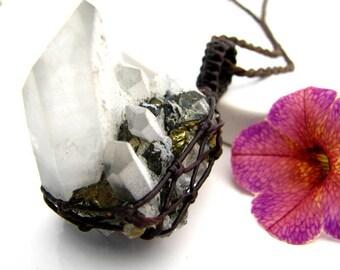Raw Quartz Crystal Necklace  / raw quartz necklace / Quartz necklace / Pyrite / Crystal jewellery  / Quartz Jewelry / Unique / Healing Stone