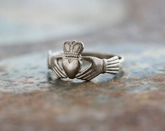 Claddagh Ring - Vintage Sterling Silver Irish Celtic Ring - Size 7