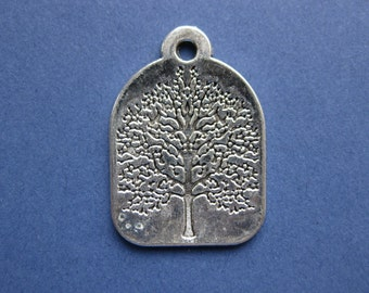 5 Tree Charms - Tree Pendants - Lucky Tree - Antique Silver- 31mm x 22mm  --(No.42-10126)