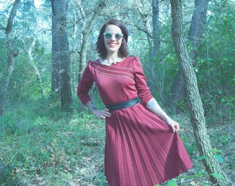 RARE! Retro Vintage 1950s dress 1960's long sleeve Peter Pan collar pleated Burgundy lace