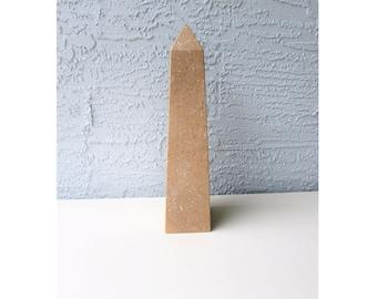 Vintage Stone Obelisk - Beige Obelisk - Taupe Obelisk - Marble Obleisk - Fossil Stone Obleisk - D'object d'art -