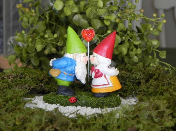 Gnome In Garden: Miniature Gnome Fairy Garden Accessory Kissing Mr And Mrs