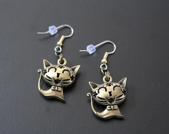 "Dangle earrings. ""CUTE CAT"" cat"