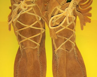 Minnetonka Womens Size 9 Brown Suede Leather Fringe Moccasin Boots