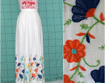 Vintage Floral Embroidered Small Womens Maxi Skirt. Mexican Floral Embroidered Floor Length 70s Hippie Skirt. Small Vintage Floral Skirt.