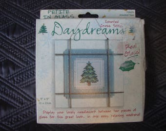 Daydreams Christmas Cross Stitch Kit -Christmas Tree