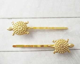 Turtle hair clips Gold Tortoise Hair Pins Golden Turtle Bobby Pins Raw Brass Animal bobby pins Bridesmaids Bridal Gifts Hair Accessories