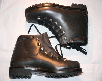 vintage 1960/70s hiking boots, NOS, never worn  EU 42 /  8