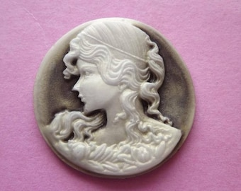 Cameo portrait of woman in coffee and ivory resin Pearl