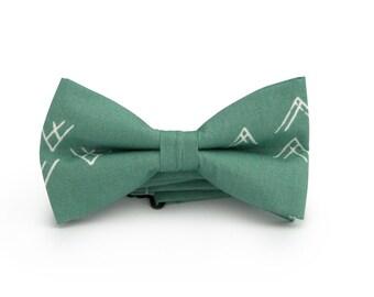 Minimalist mens green bowtie, Geometric patterns bowtie, Pale green tie, Pretied bow tie, Mens bowtie, Minute Papillons bow tie