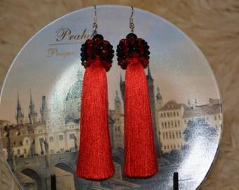 Elegant earrings with tassel. Earrings with beautifull Austrian crystals in red.