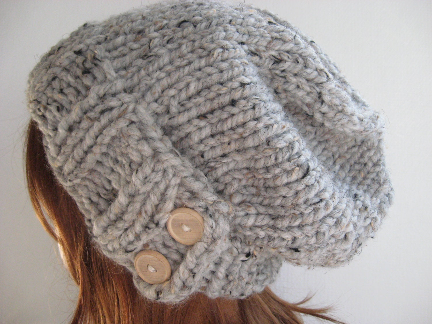 You can knit this hat in three different stitches - garter stitch, moss (seed) stitch or twisted rib stitch. We will walk you through how to knit your hat in moss stitch, alternating knit and purl rows.