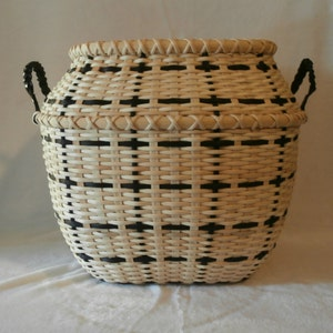 "Handcrafted Basket: ""Fuyu"""