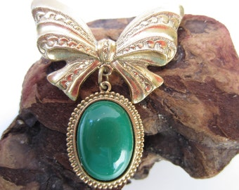 Cute 1928 Green and Gold Tone Pin