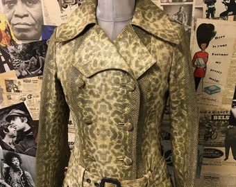 Superb Vintage Faux Snake Skin Full Length Trench Coat Double Breasted Grey Beige Size UK 8 approx Cheap UK & Worldwide Postage