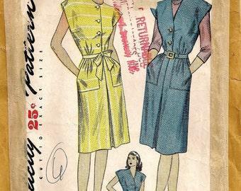 """Eine erweiterte Schulter, vorne Faltenrock, Taste Mieder Hemdkleid & Pullover Muster für Frauen: Retro Größe 14 Fehlschlag 32""""• Einfachheit 1369"""