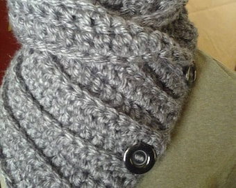 Crochet Chunky Cowl with Three buttons