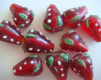 10 cute red strawberry lampwork glass beads 18mm