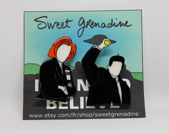 """X-Files """"MULDER AND SCULLY"""" Shrink Plastic Brooch Set"""