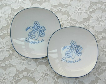 2 Japanese Small Curved Ceramic Plates, for sushi, desserts or side dishes, vintage, like new