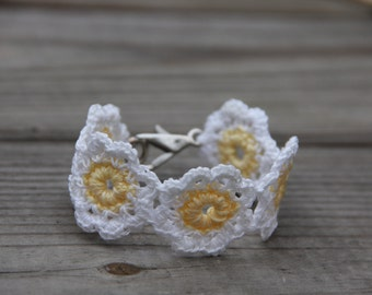 Crochet Bracelet, Crochet Flower Bracelet, Crochet Daisy Bracelet, Crochet Jewelry, Flower Bracelet, White Bracelet,Bracelet, Mrs Vs Crochet