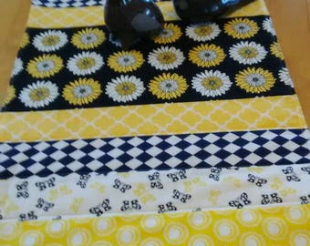Daisies and Butterflies table runner.  Cheerful and happy colors.
