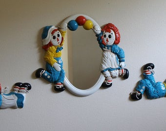 1977 Raggedy Ann and Andy Bobbs Merrill Three Piece Set Mirror with 2 Wall Plaques