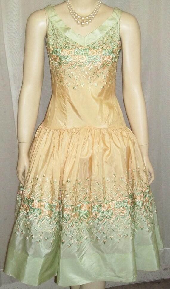 Noisy Size Embroidered Full 1950's Vintage Dress Circle Floral Skirt Day Natlynn 9 PqRwxUwzW