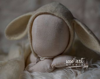 The Ecry Bunny Bonnet with long ears