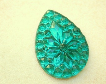 Vintage cabochon green emerald faceted stone glass flatback pear or teardrop shape 25 x 18mm