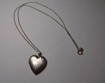 Beautiful sterling silver heart locket with 18 inch sterling necklace