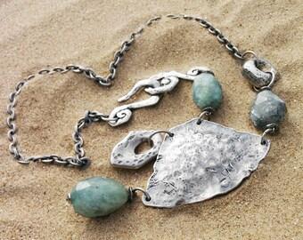Natural aquamarine necklace. Statement silver necklace. Blue aquamarine necklace. Collar con aguamarina. Aguamarina azul.